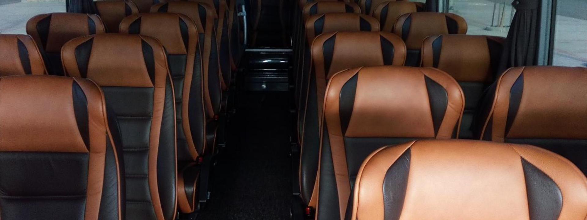 Všechny naše autobusy mají nadstandardní výbavu a interiér přizpůsobený pro nejvyšší pohodlí cestujících.